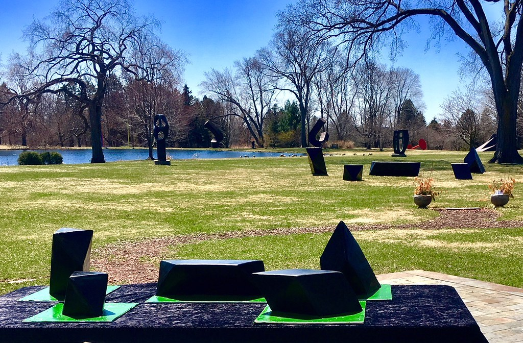 The Wandering Rocks, sculpture by Tony Smith and cake by Debbie Pagel, #ISDay 2018. Photo courtesy of the Lynden Sculpture Garden.