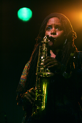 Matana Roberts. Photo by Nomo michael hoefner / http://www.zwo5.de [CC BY-SA 3.0 (https://creativecommons.org/licenses/by-sa/3.0)]