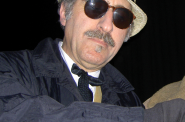 Leon Redbone. Photo by Ruritanian [CC BY-SA 3.0 (https://creativecommons.org/licenses/by-sa/3.0)]