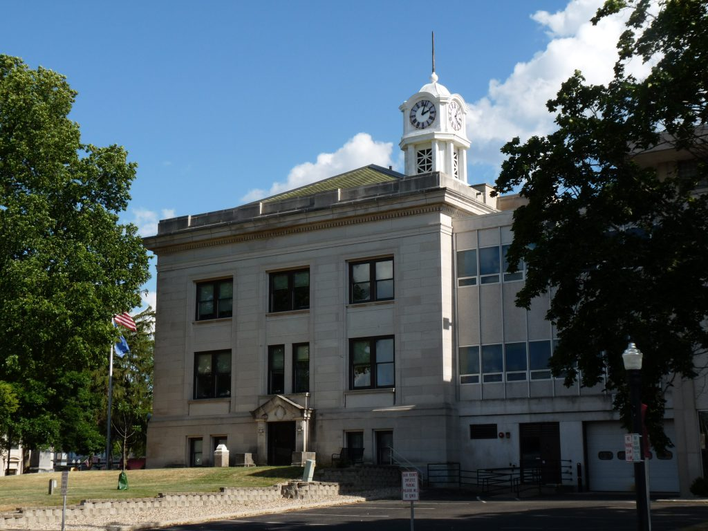 Sauk County Courthouse ( CC0 1.0 Universal Public Domain Dedication)