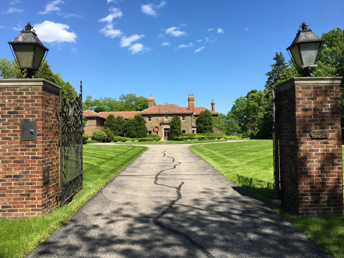 Milwaukee County Executive Chris Abele bought the 1927 mansion at 3534 N. Lake Drive in 2018. He plans to tear it down and build a new house overlooking Lake Michigan. Photo by Jane Hampden/WPR.