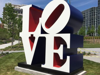 Milwaukee Art Museum Unveils Robert Indiana's The American LOVE Sculpture at Special Event