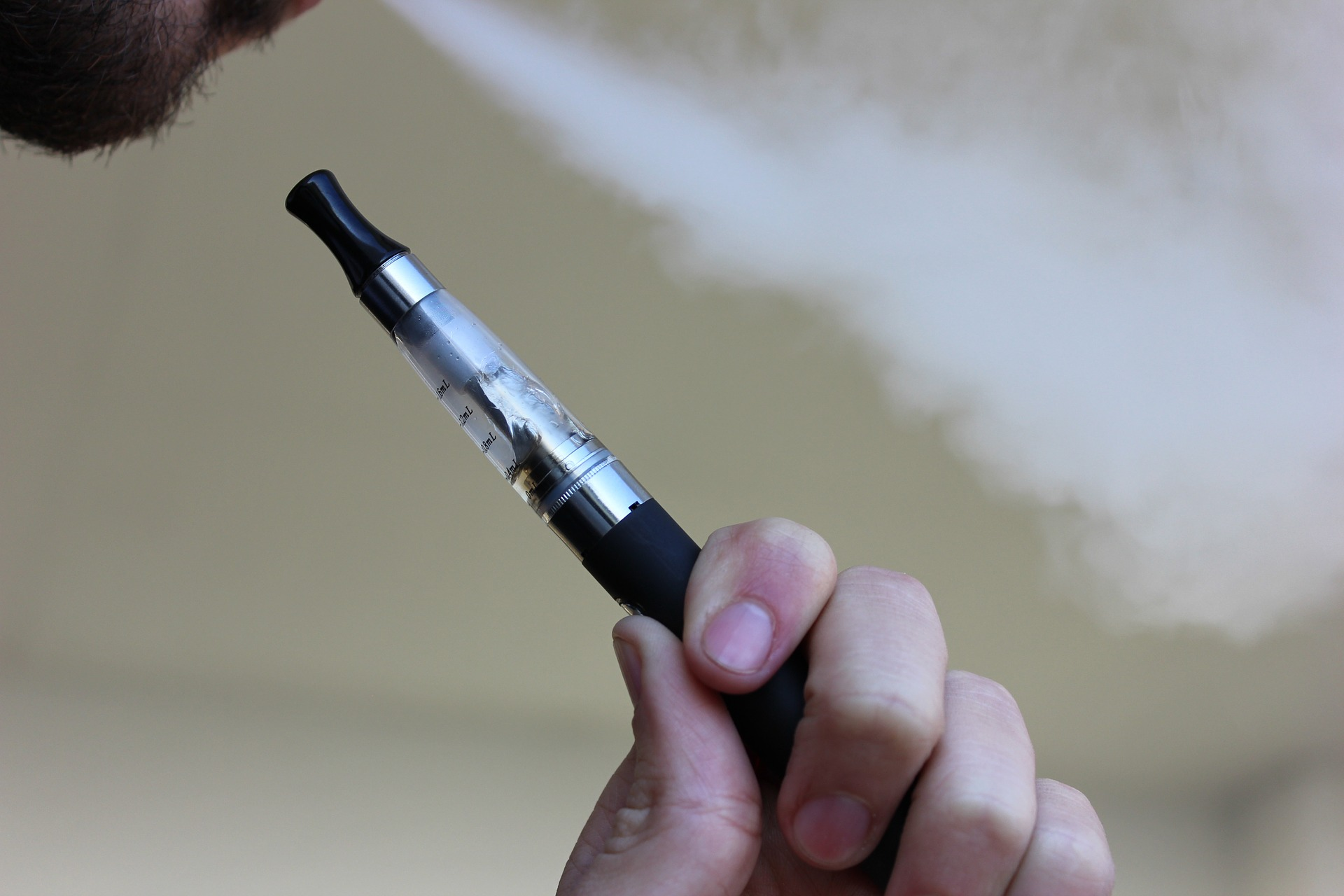 E-cigarette. Pixabay License. Free for commercial use. No attribution required.