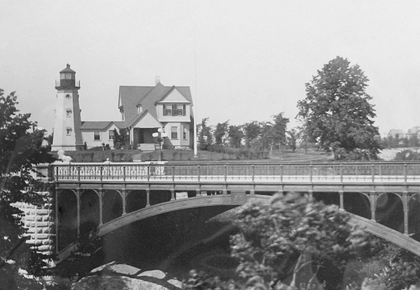 The North Point Lighthouse, as it appeared shortly after the development of Lake Park. Photo courtesy of the North Point Lighthouse.Museum