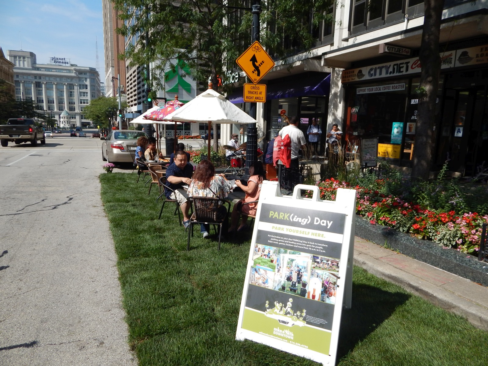 PARK(ing) Day at City.Net Cafe. Photo by Gabriel Yeager.