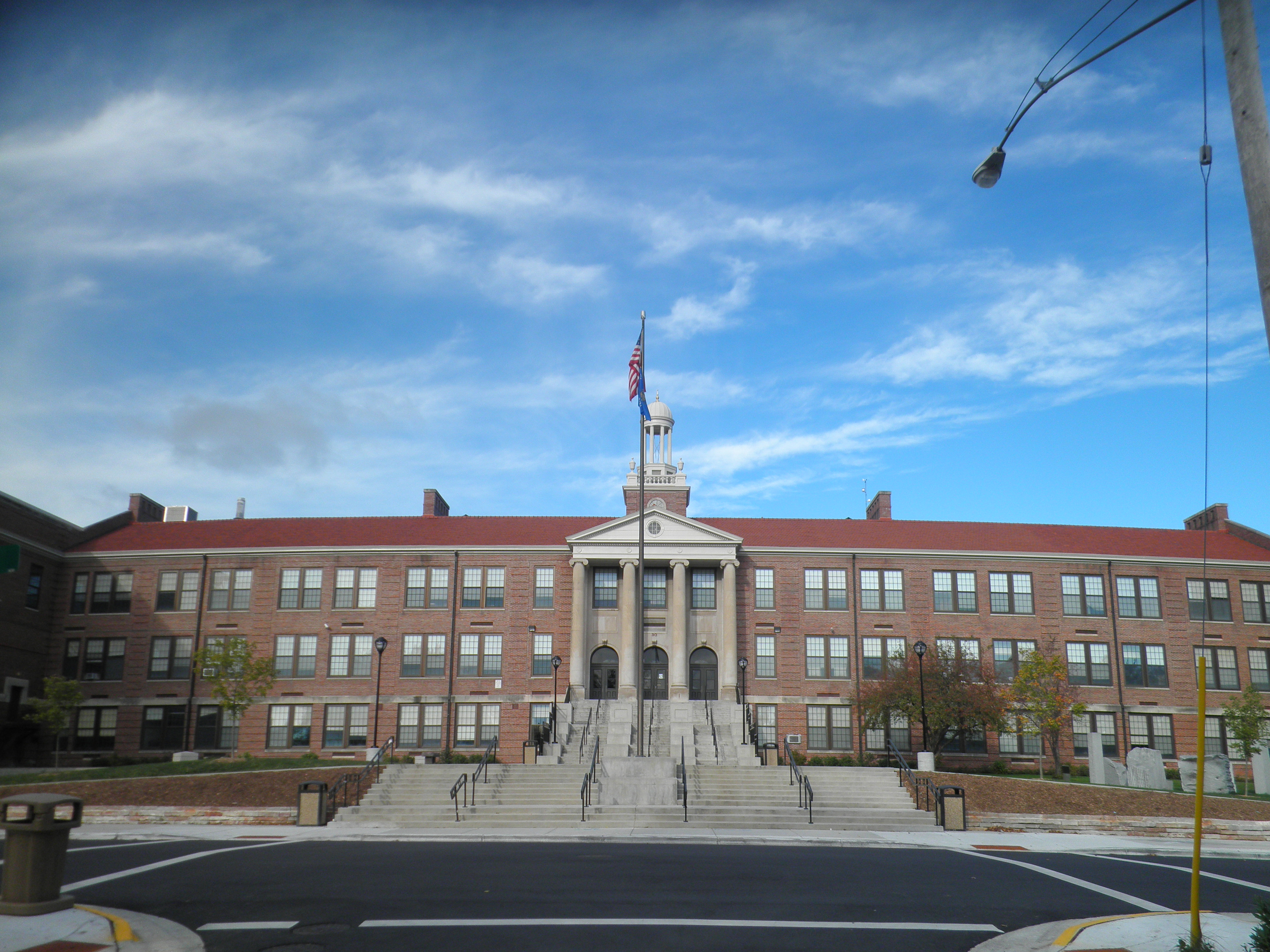 Madison West High School. Photo taken in 2010 by Corey Coyle [CC BY 3.0 (https://creativecommons.org/licenses/by/3.0)].