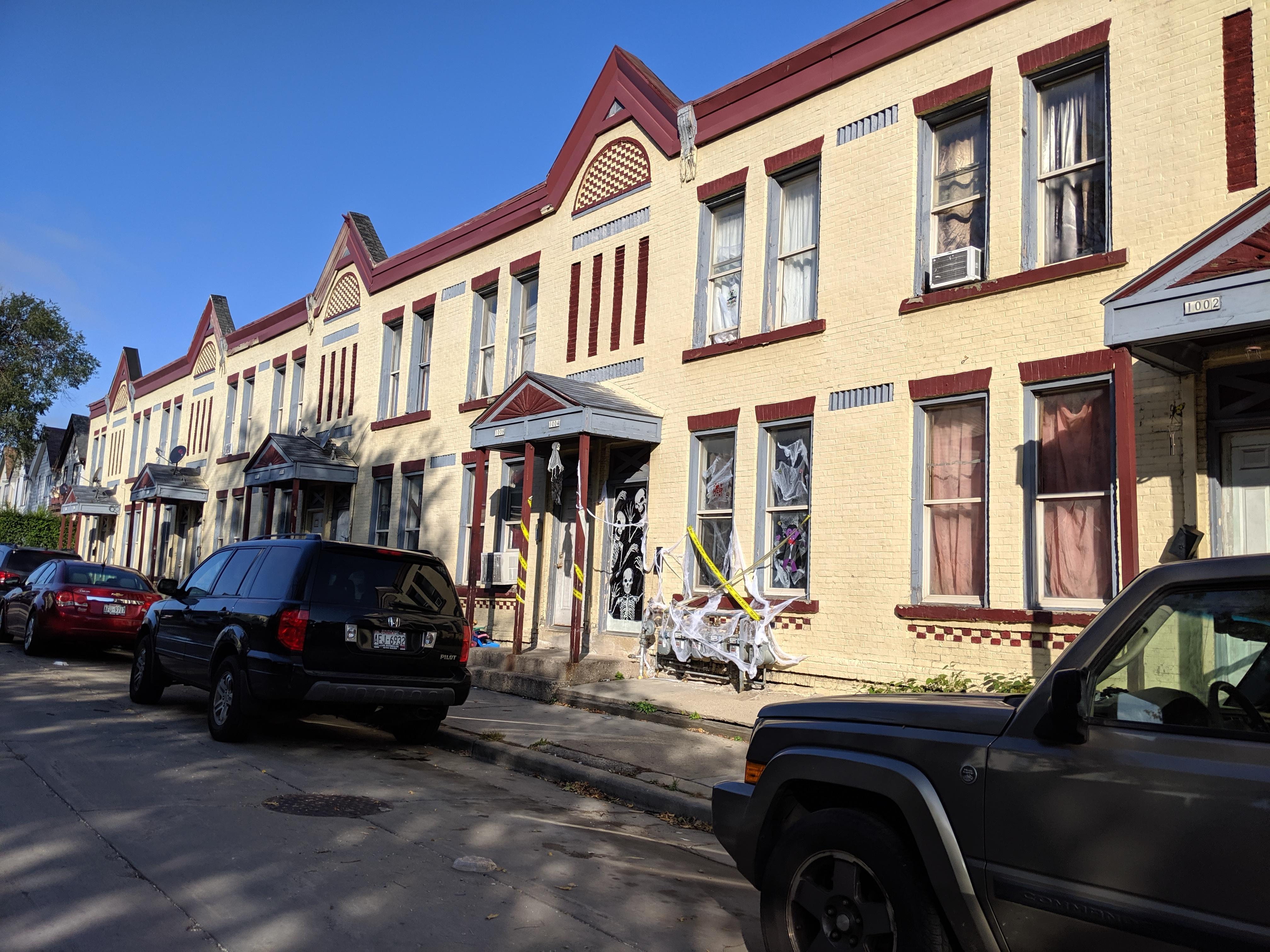West Pierce Street residences. Photo by Carl Baehr.