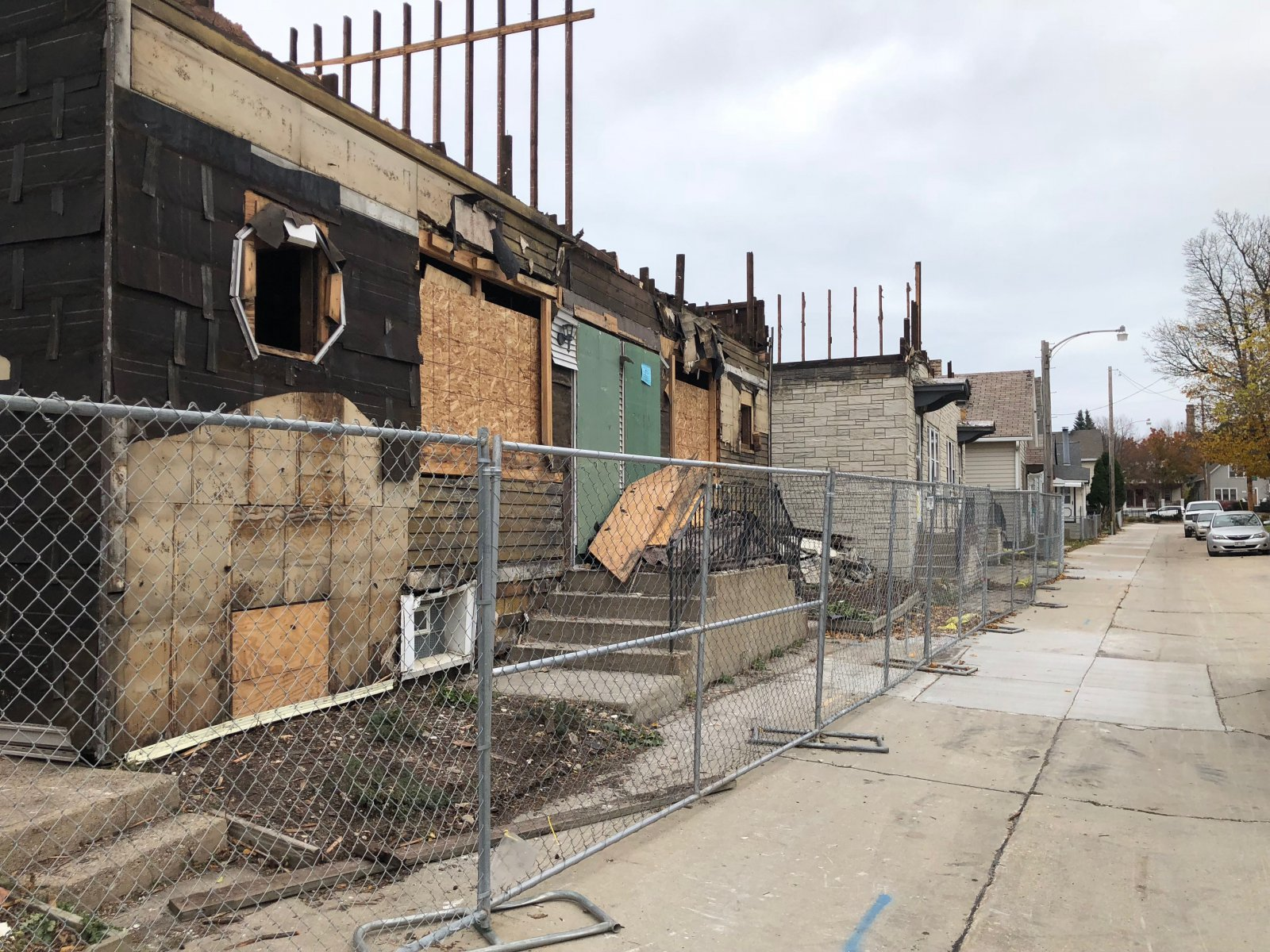 Deconstruction of two homes on E. Archer Ave. for the KinetiK building. Photo by Jeramey Jannene.