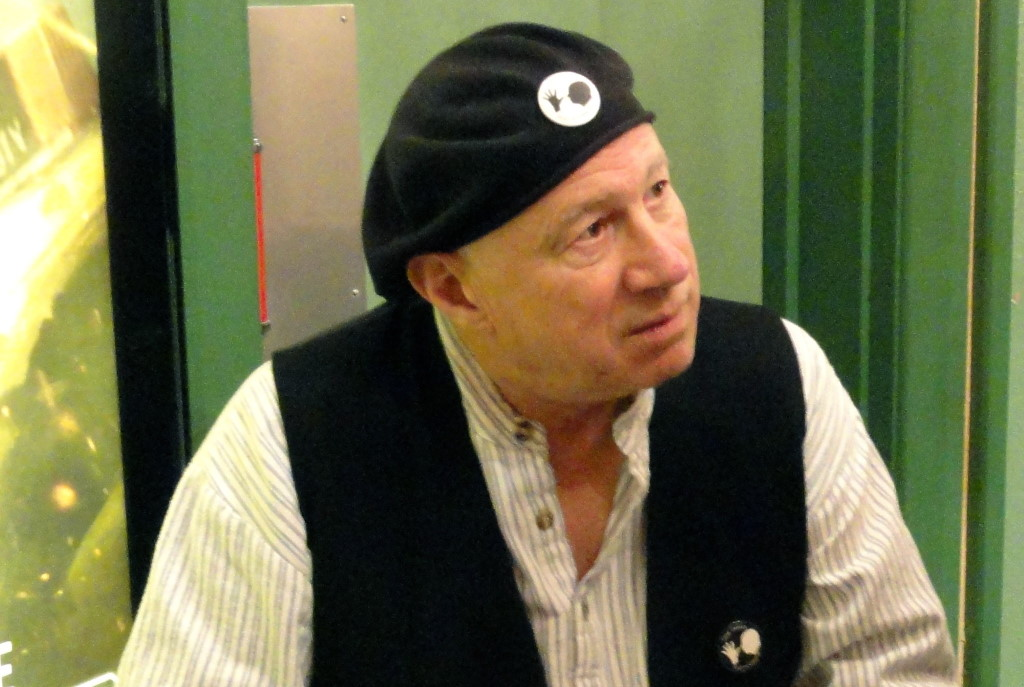Neil Innes. Photo by Phil Guest [CC BY-SA 2.0 (https://creativecommons.org/licenses/by-sa/2.0)].