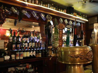 Illinois Patrons Flock to State's Bars, Restaurants