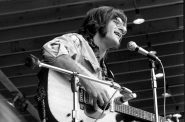 John Sebastian performing in concert in East Lansing, Michigan, August 1970. Photo by Hugh Shirley Candyside / CC BY-SA (https://creativecommons.org/licenses/by-sa/2.0).