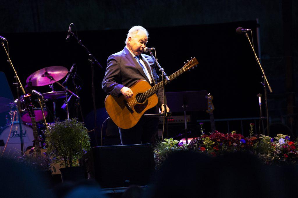 John Prine performing, August 25th, 2016. (Public Domain)