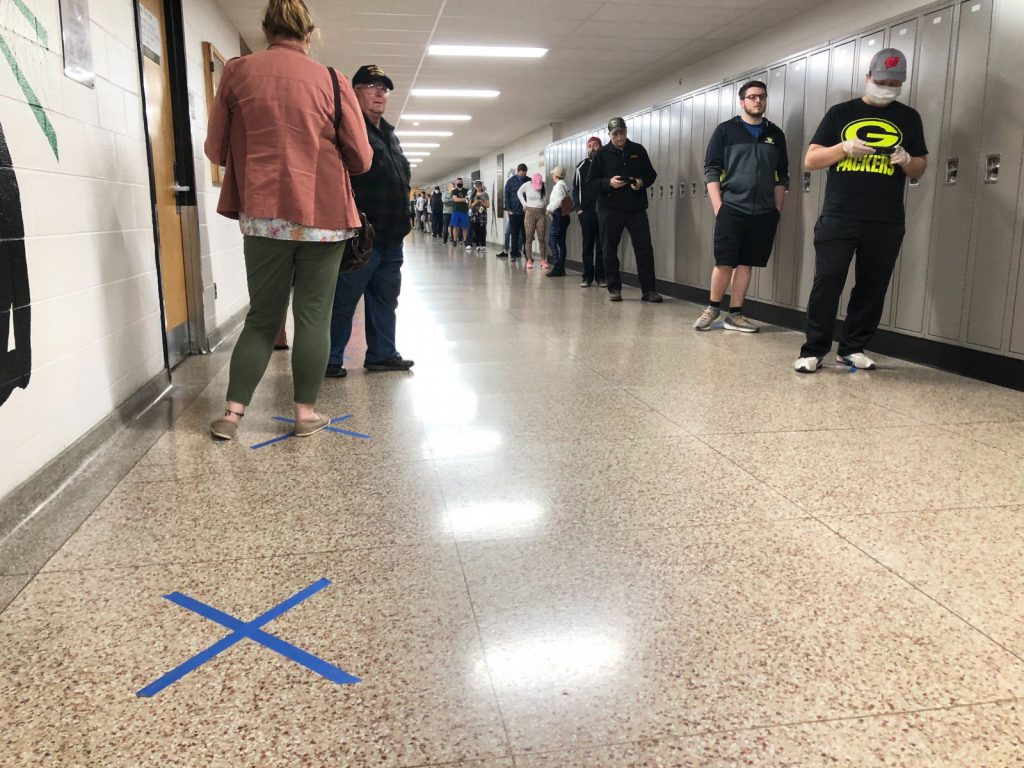 Voters wait in a long line at Hamilton High School. Photo by Jeramey Jannene.