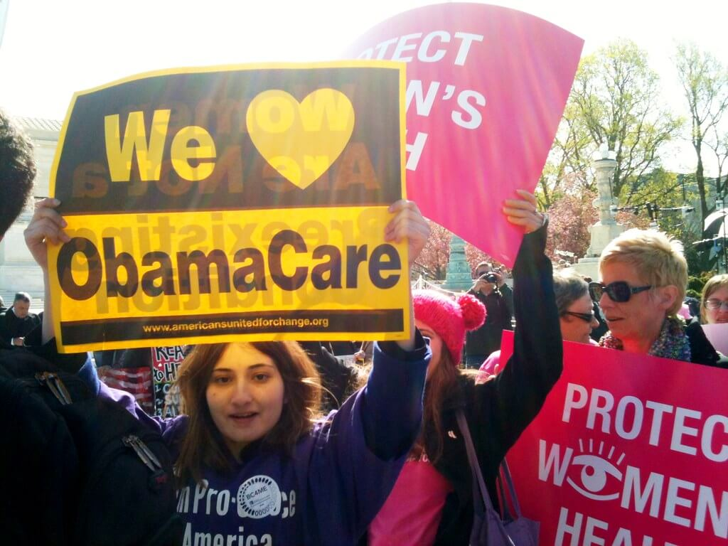 Protesters demonstrate in support of the Affordable Care Act. Photo by LaDawna Howard. (CC BY 2.0) https://creativecommons.org/licenses/by/2.0/