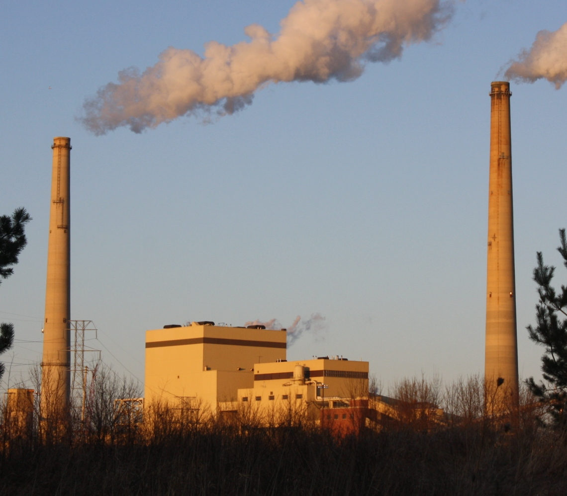 Madison-based Alliant Energy announced Friday that it's shuttering its 380 megawatt Edgewater coal plant in Sheboygan by the end of 2022. Photo by Royalbroil / CC BY-SA (https://creativecommons.org/licenses/by-sa/3.0).
