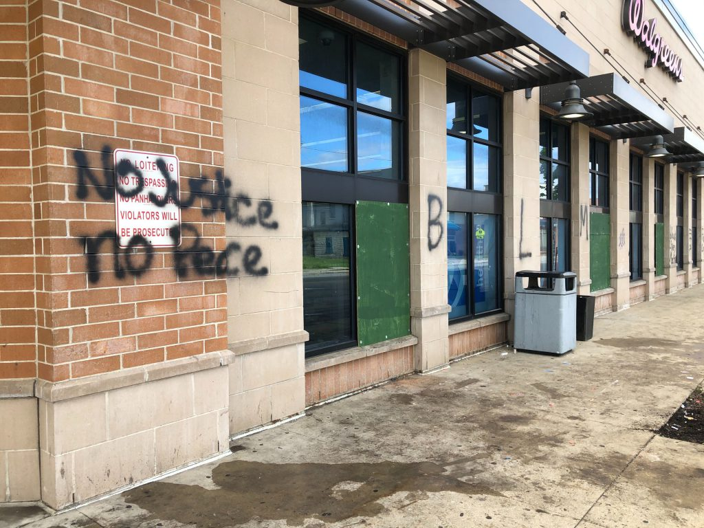 Vandalized Walgreens store at 2826 N. Martin Luther King Jr. Dr. Photo by Jeramey Jannene.
