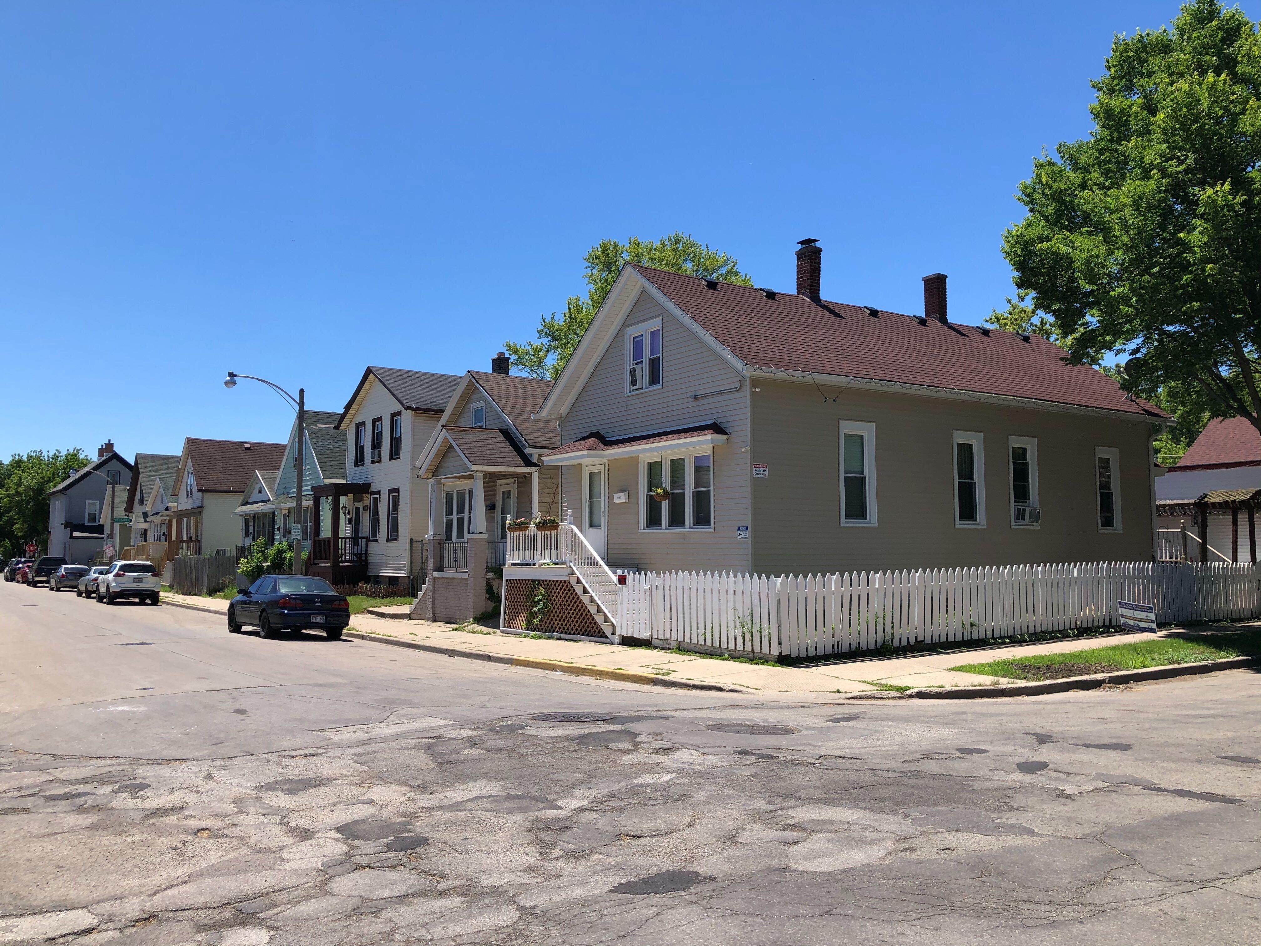 Homes on S. 15th St. Photo by Jeramey Jannene.