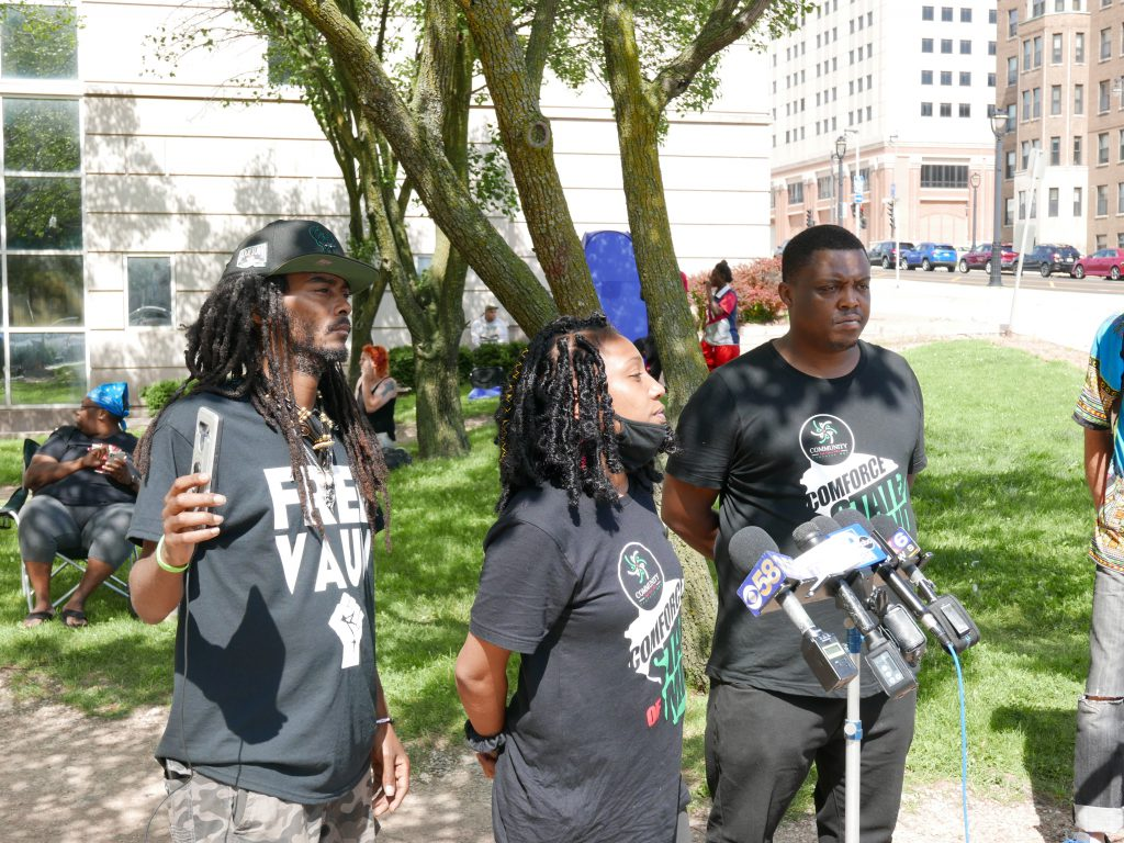 Gabi Taylor speaks to the crowd at the rally to free Vaun Mayes. Photo by Graham Kilmer.