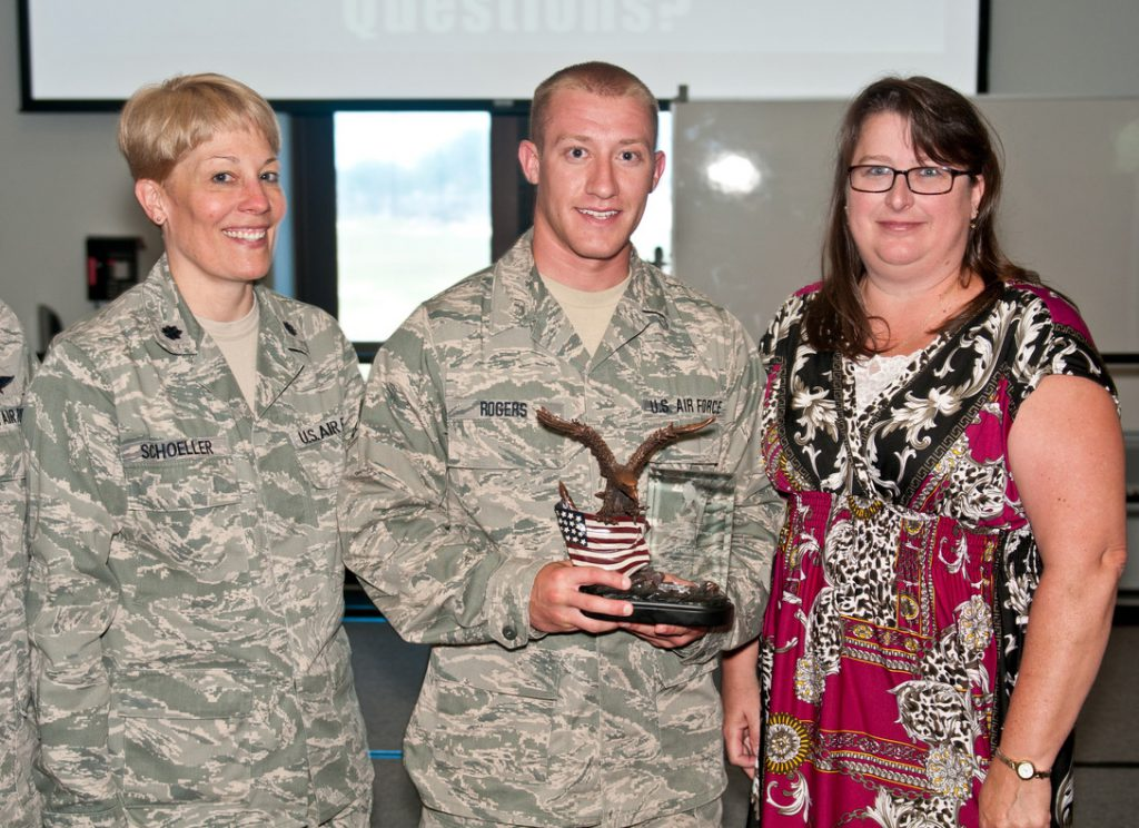Wisconsin Air Guard Lt. Col. Betsy Schoeller (left). Photo by Master Sgt. Philip Speck.