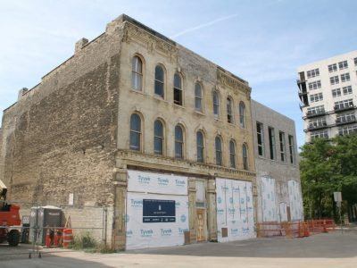 Friday Photos: Walker's Point Buildings Get New Lease on Life