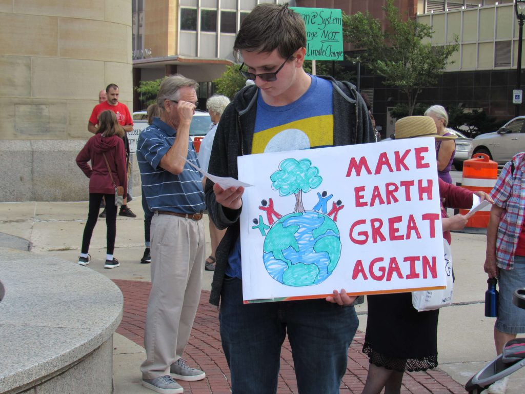 Marchers at Milwaukee's People's Climate March. File photo by Isiah Holmes/Wisconsin Examiner.