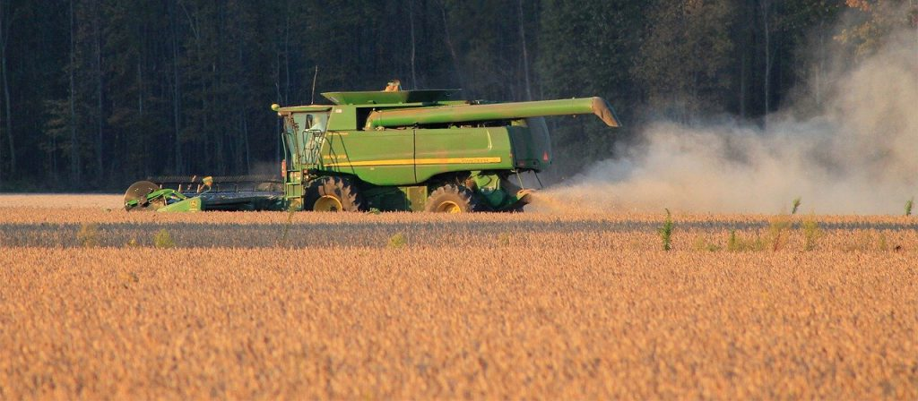 Harvesting of soybeans. (Pixabay License) Free for commercial use No attribution required