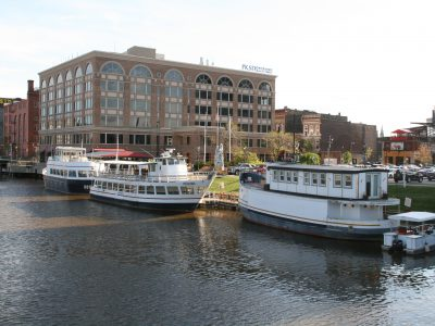 Eyes on Milwaukee: Milwaukee Boat Line Moves Upriver