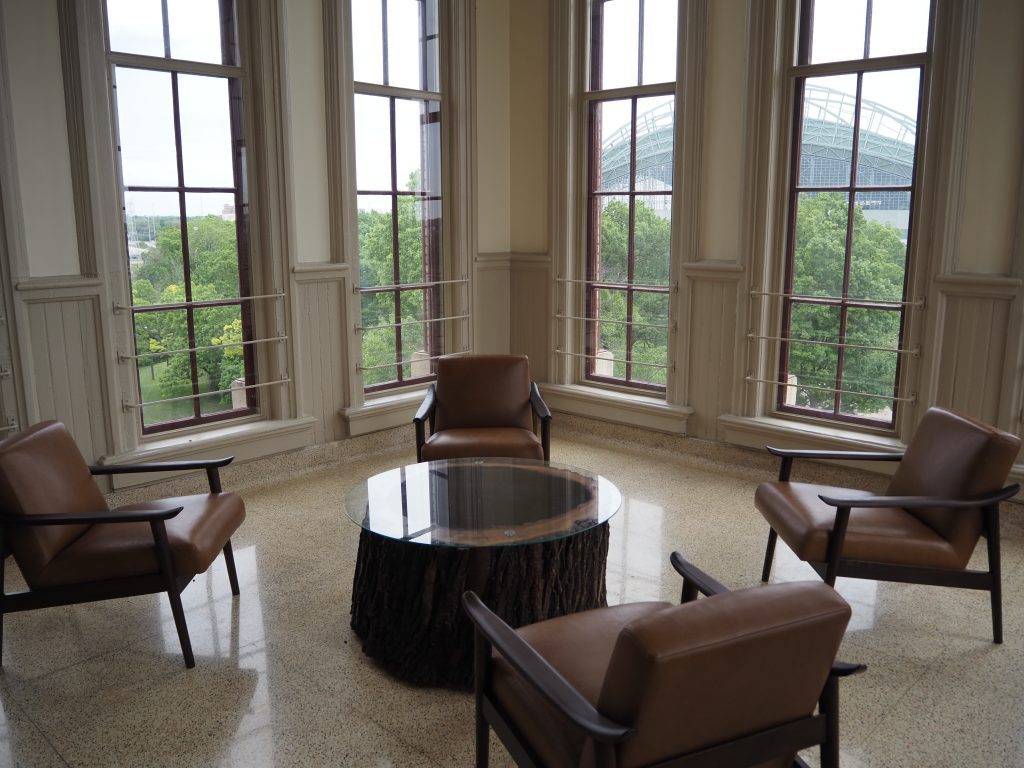 A tenant lounge at Old Main. Photo by Jeramey Jannene.