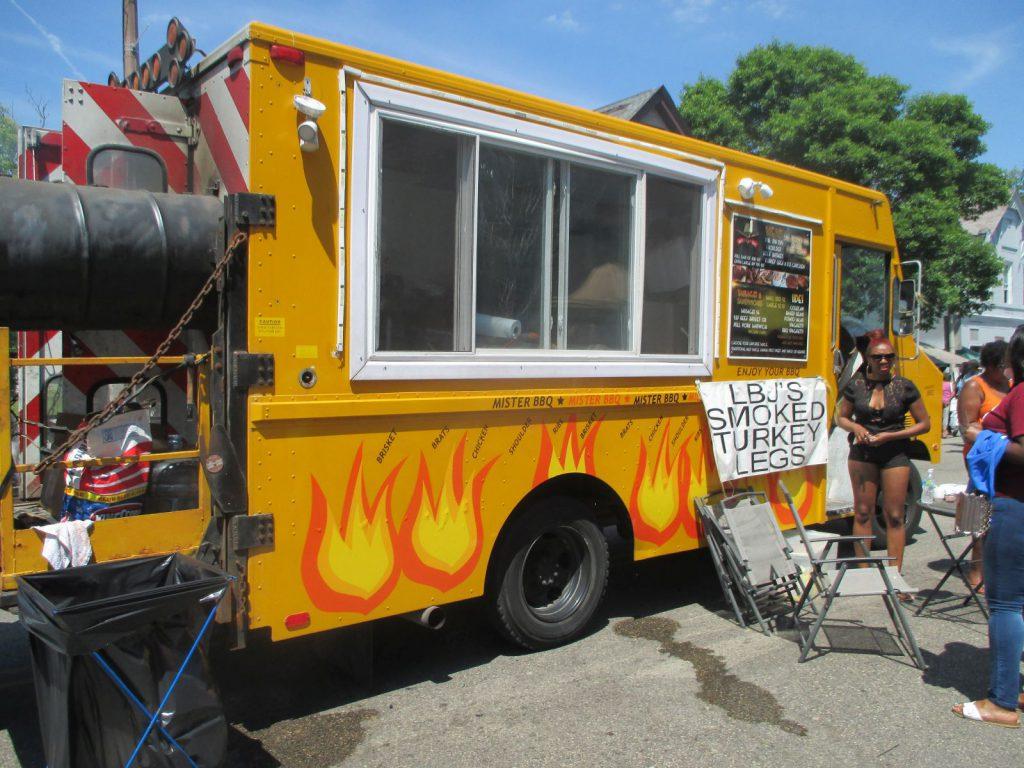 Mister Bar-B-Cue food truck. Photo by Jeramey Jannene.