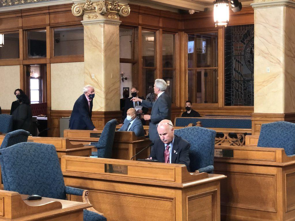 Alderman Robert Bauman points at Mayor Tom Barrett on the council floor. Photo by Jeramey Jannene.