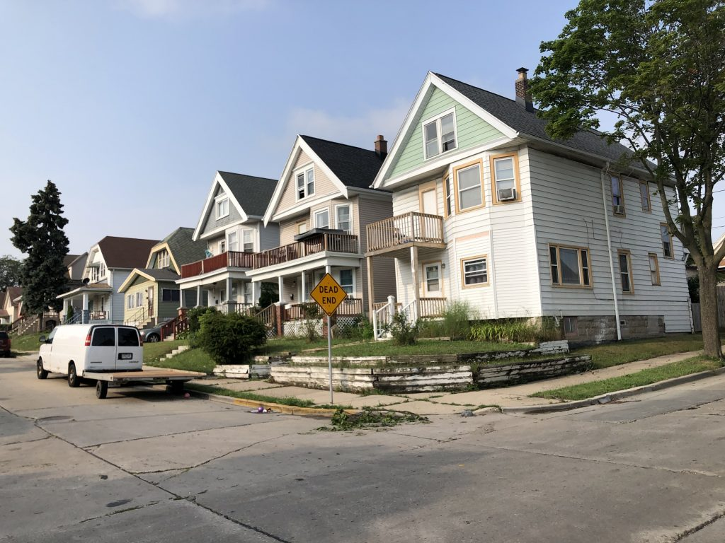 Houses along S. 15th Pl. in the Polonia neighborhood. Photo by Jeramey Jannene.